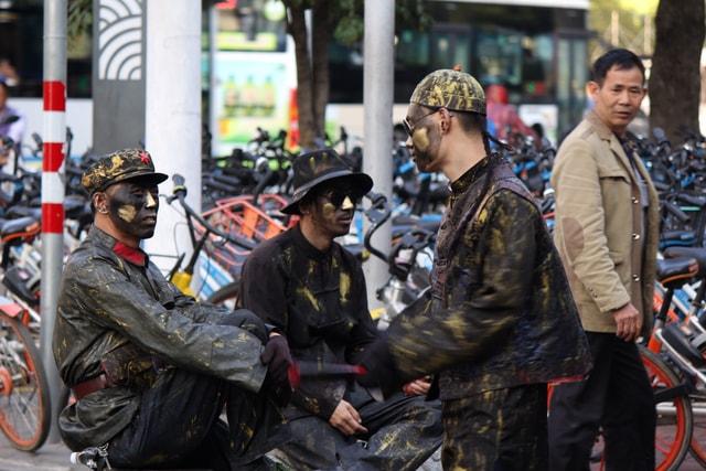 vehicle-street-military-soldier-yo 图片素材