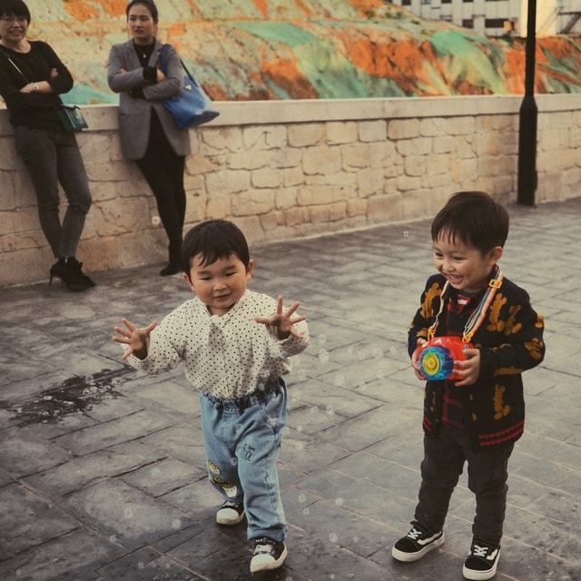childhood-play-people-child-snapshot picture material