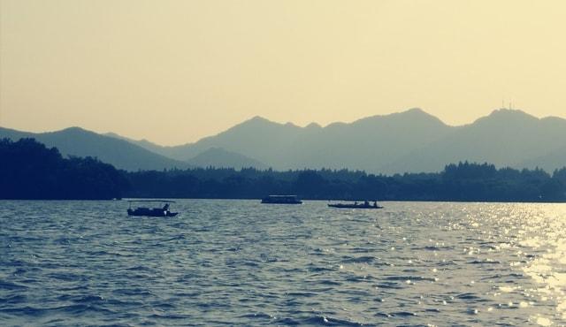 dusk-west-lake-landscape-scenery-body-of-water 图片素材
