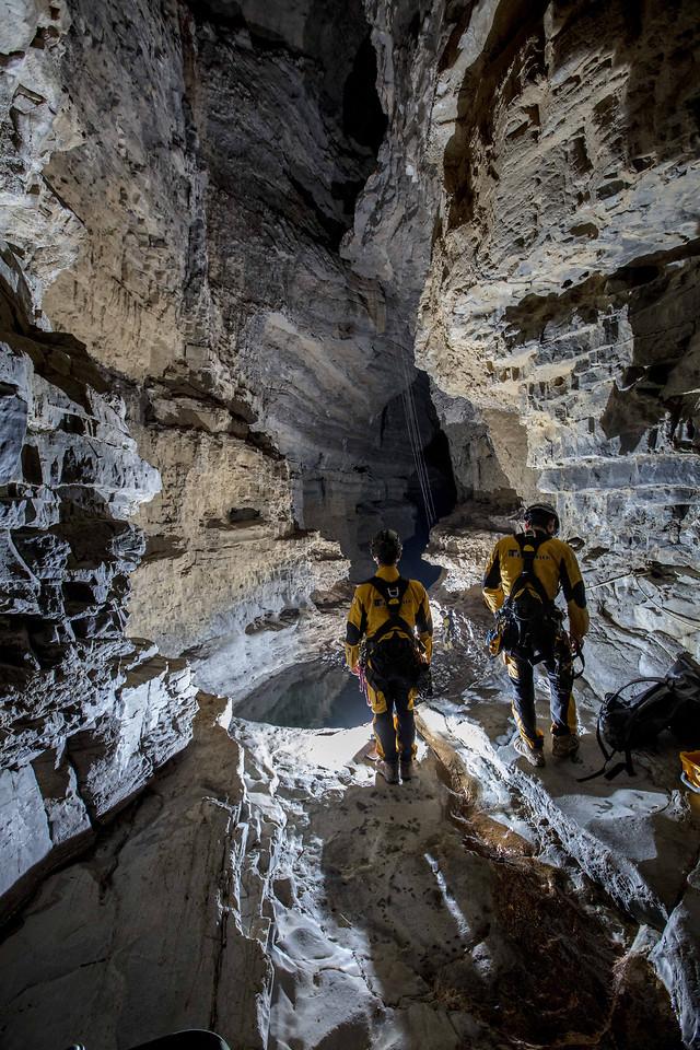 洞穴探秘 picture material