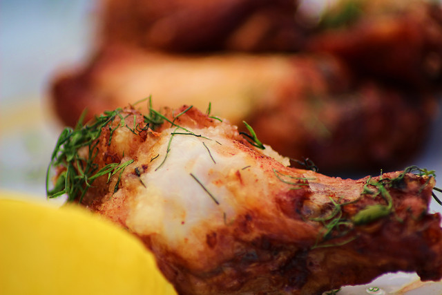 fried-chicken-wings-with-a-lemon 图片素材