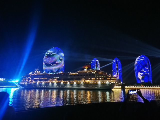 illuminated-water-evening-city-light picture material