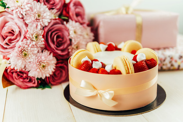 fruit-cake-pink-roses-bouquet-anniversary-presents picture material