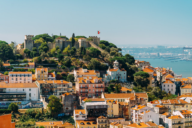 panoramic-view-of-sao-jorge-castle-in-portugal 图片素材