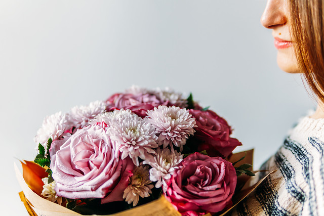 beautiful-girl-purple-roses-flower-bouquet-present picture material