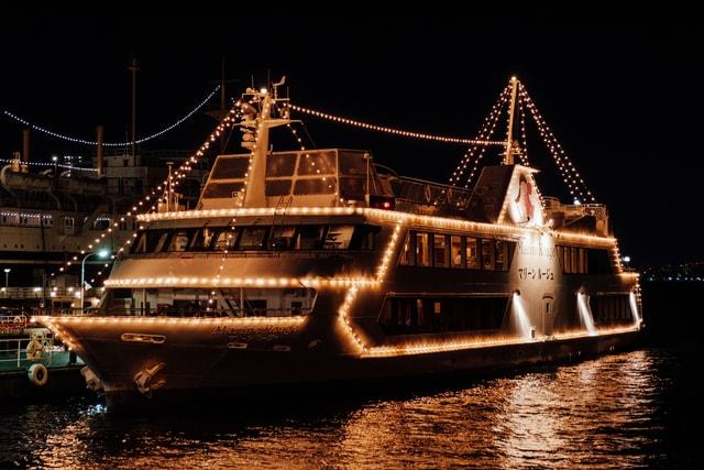 japan-night-ship-vessel-yokohama 图片素材