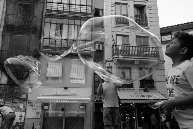 bubble-humanities-play-spain-black-and-white picture material