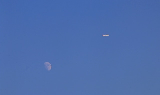 sky-daytime-atmosphere-moon-crescent picture material