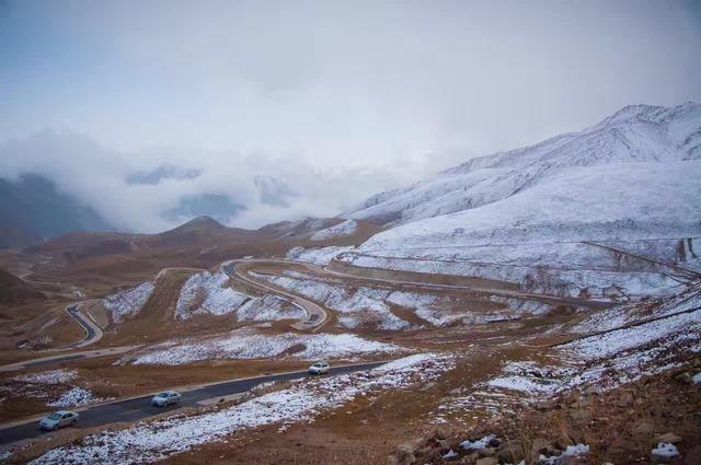 mountainous-landforms-mountain-highland-mountain-range-ridge 图片素材