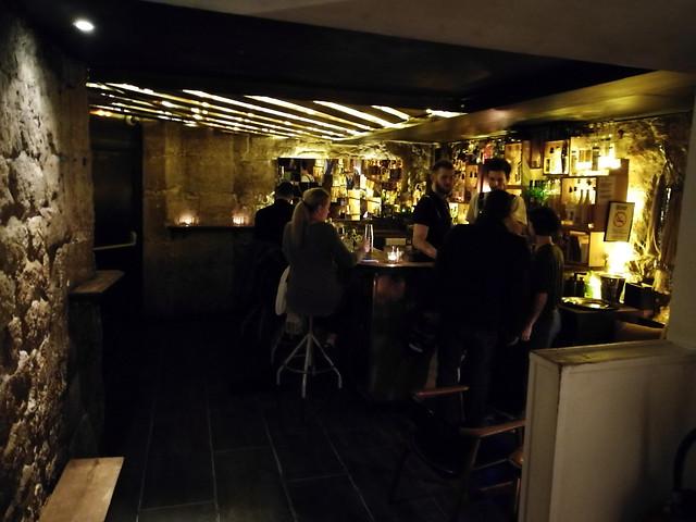 restaurant-bar-room-indoors-people 图片素材