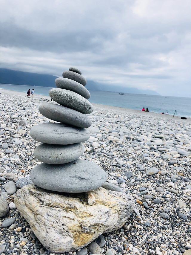 zen-rock-balance-beach-stone picture material