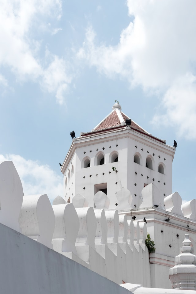 white-tower-of-fort-under-blue-sky picture material