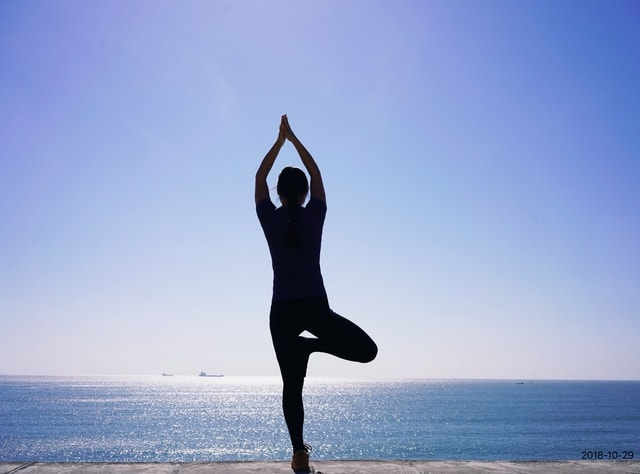 yoga-sea-sky-ocean-balance picture material