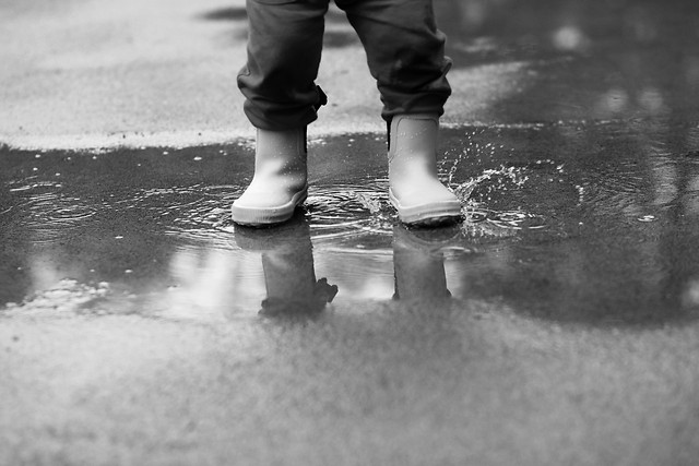 monochrome-foot-beach-people-child picture material