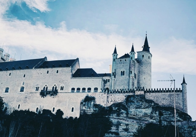 castle-building-sky-tourism-gloomy picture material