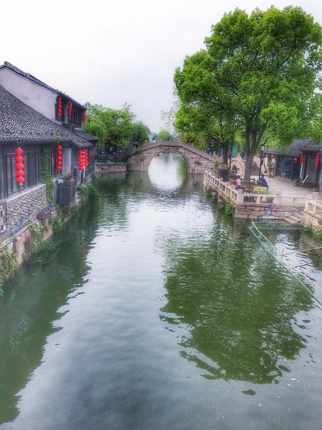 small-bridge-body-of-water-waterway-canal-water 图片素材