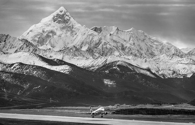 sichuan-airlines-under-the-gongga-mountain picture material