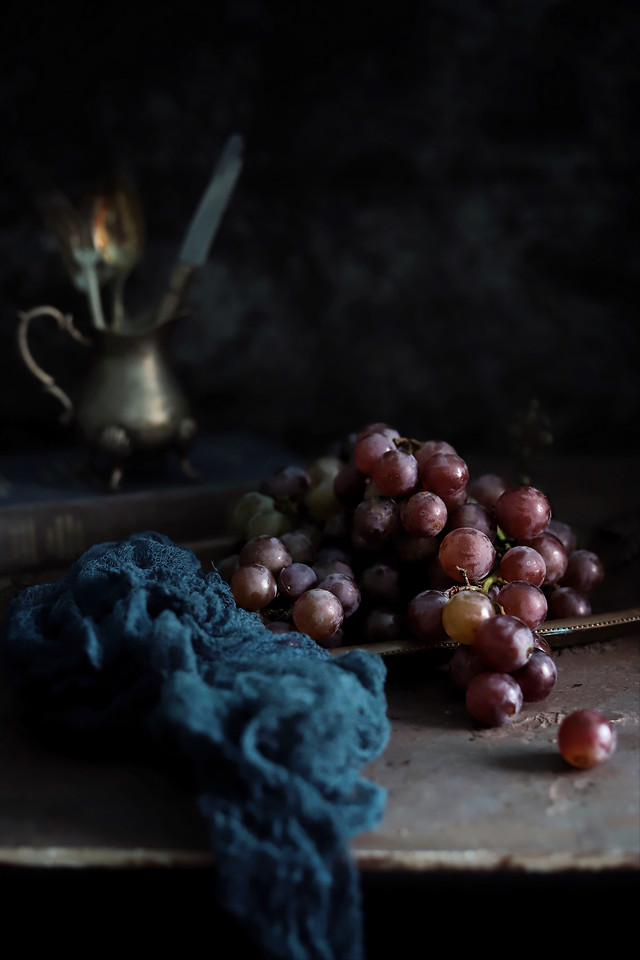 still-life-dark-tone-eat-and-drink-everyday-grape-rococo-style picture material