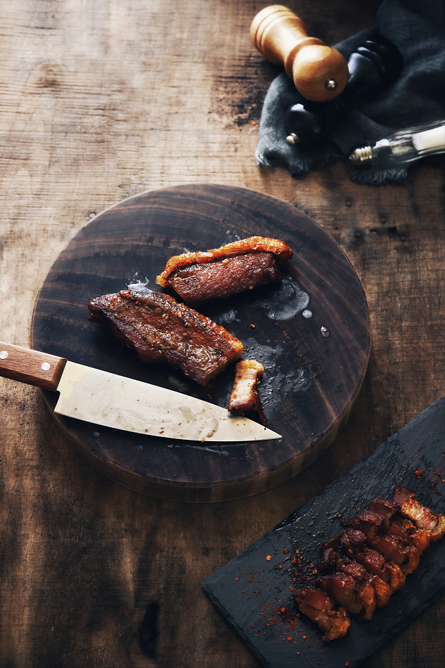 meat-barbecue-food-dark-tone-eat-and-drink-everyday 图片素材