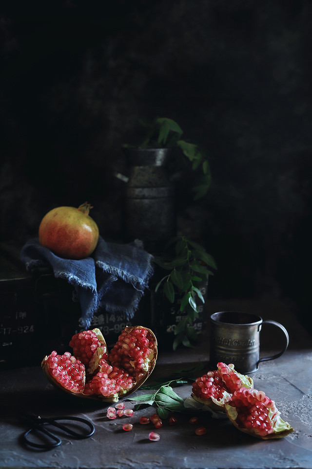 still-life-fruit-food-berry-dark-tone picture material
