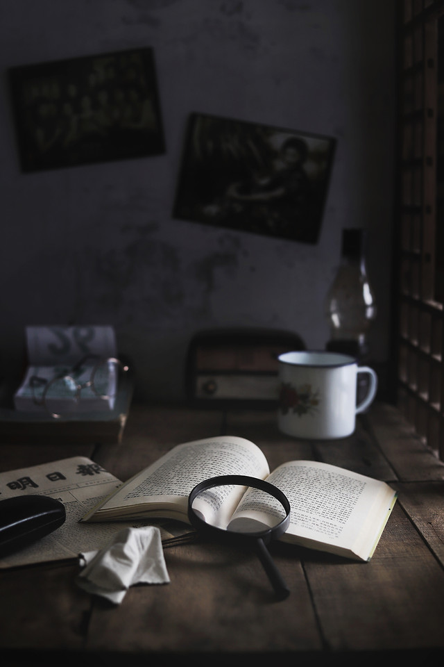 table-still-life-interior-design-dark-tone-emotional-story picture material