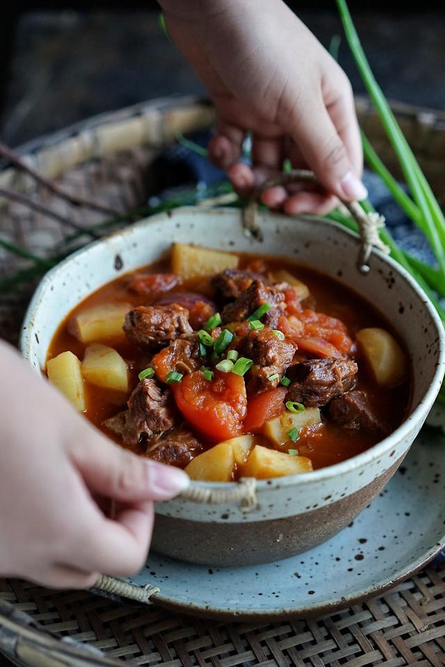 冬日里一碗暖呼呼的番茄炖牛腩 picture material