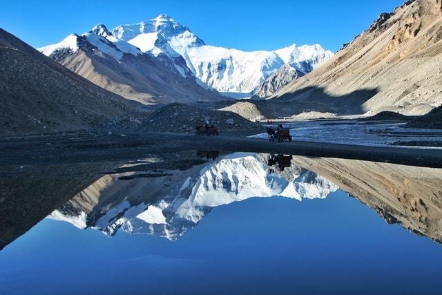 mountainous-landforms-mountain-reflection-nature-mountain-range 图片素材
