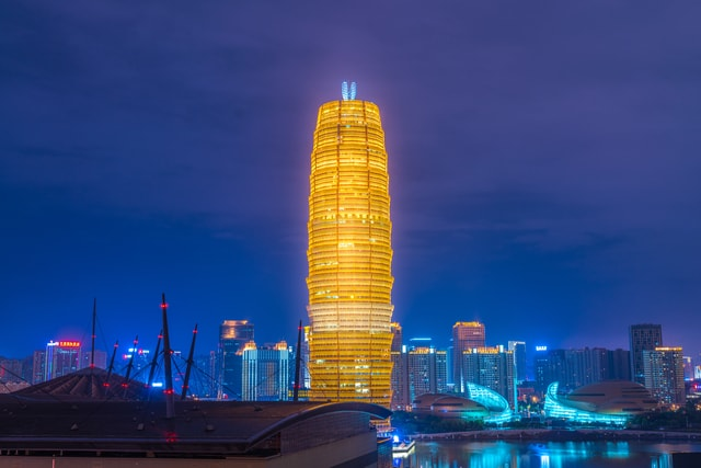 zhengzhou-big-corn-building-at-night 图片素材