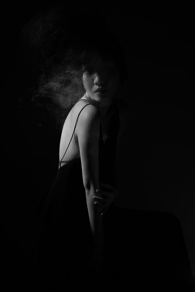 back-portrait-creative-woman-black-and-white picture material