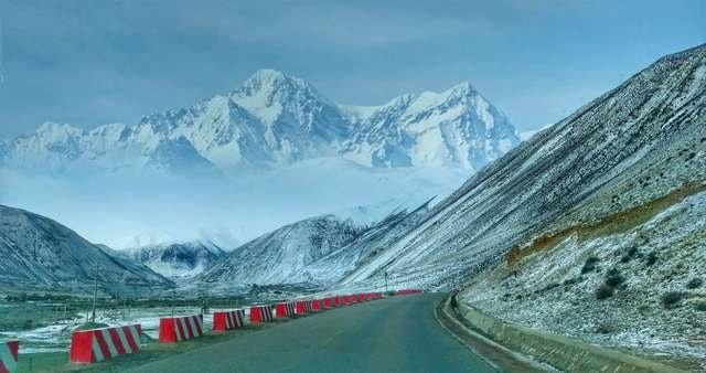 mountainous-landforms-mountain-mountain-range-natural-landscape-mountain-pass 图片素材