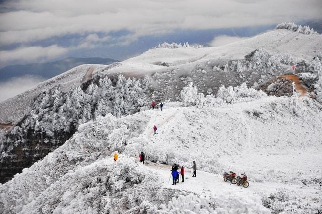 mountainous-landforms-mountain-snow-geological-phenomenon-ridge 图片素材