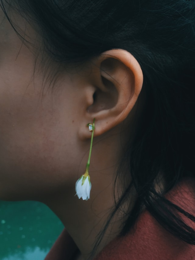 last-ear-face-green-earrings picture material