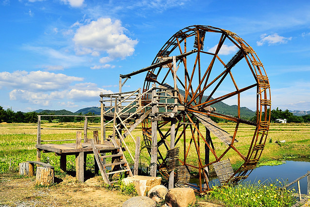 old-wooden-water-turbine picture material