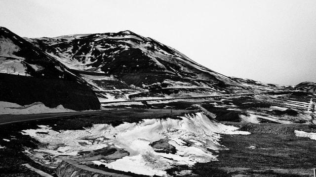 mountainous-landforms-black-and-white-mountain-monochrome-photography-geological-phenomenon 图片素材