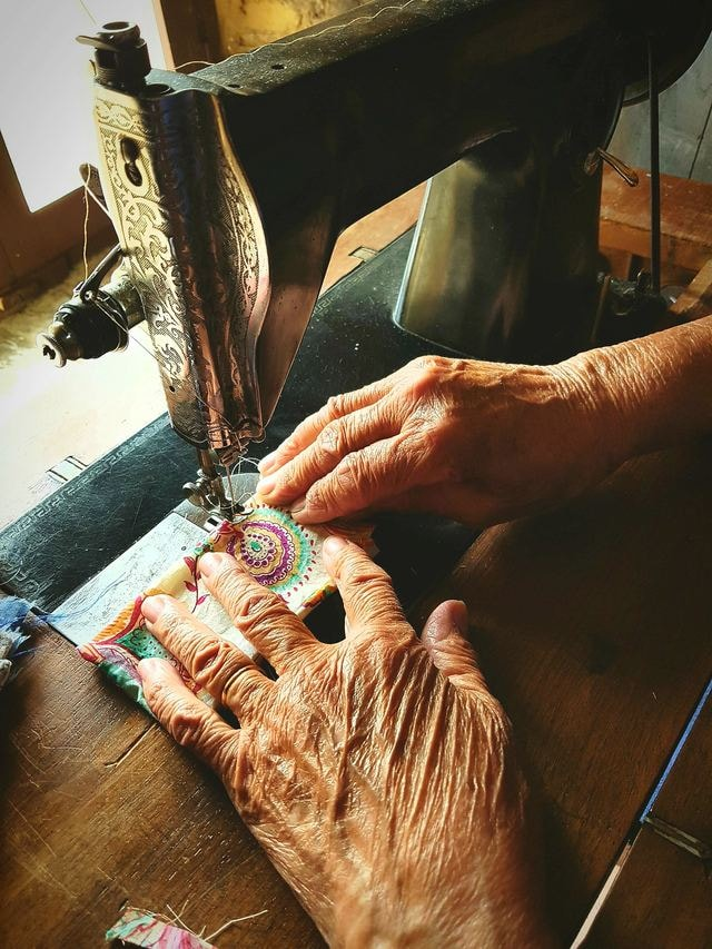 hand-textile-weaving-thread-wood picture material