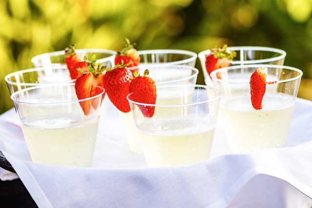 tray-drinks-bright-summer-presentation picture material