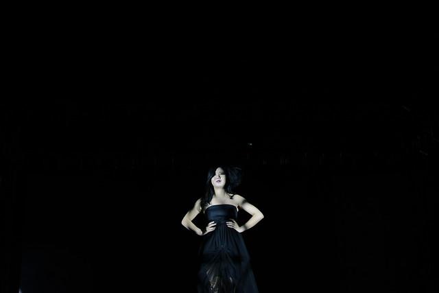 woman-people-dark-black-portrait 图片素材