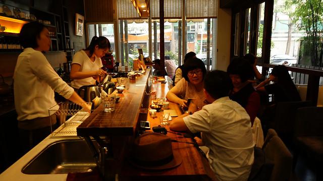 people-restaurant-bar-woman-adult 图片素材
