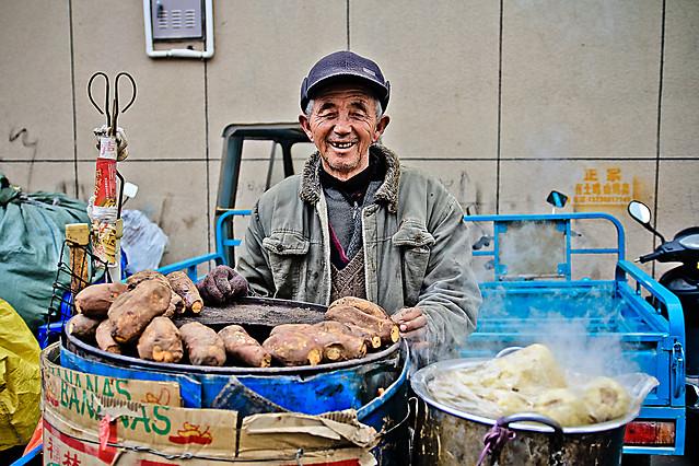 people-market-man-sell-street 图片素材