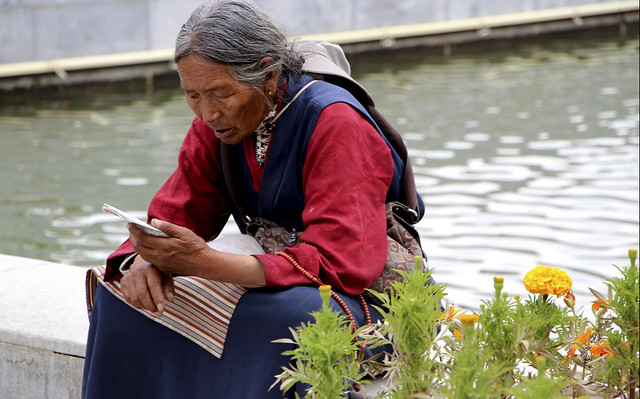 people-outdoors-water-woman-traditional picture material