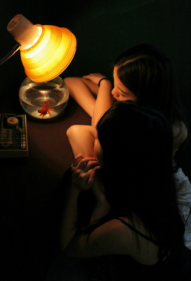 girl-people-woman-lamp-yellow picture material