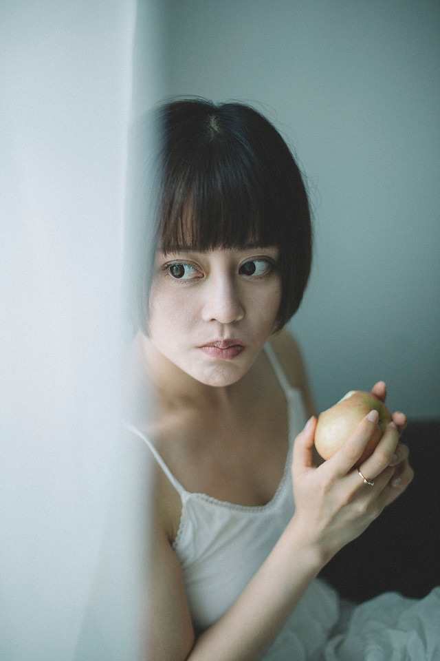 woman-people-girl-portrait-one 图片素材