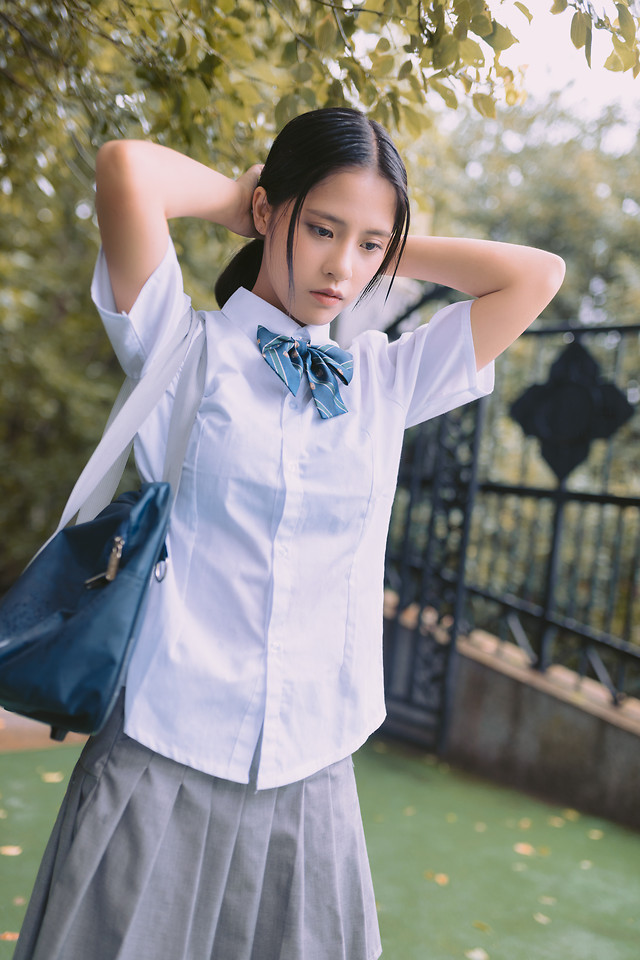 outdoors-woman-clothing-blue-white picture material
