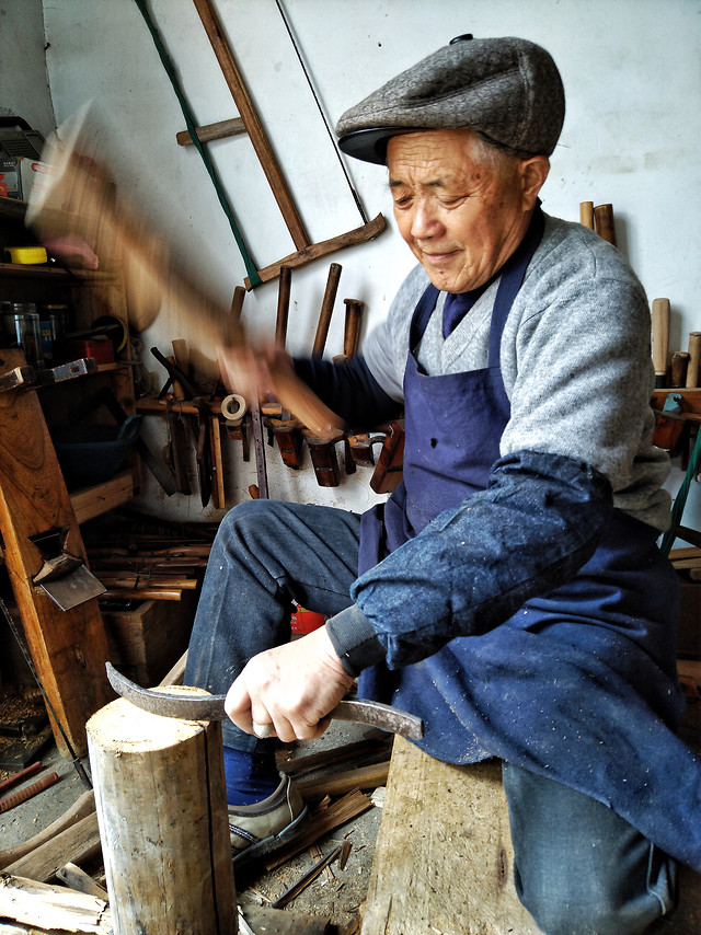 people-artisan-one-man-adult picture material