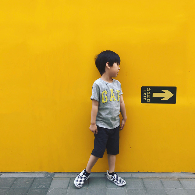 yellow-clothing-t-shirt-standing-child picture material