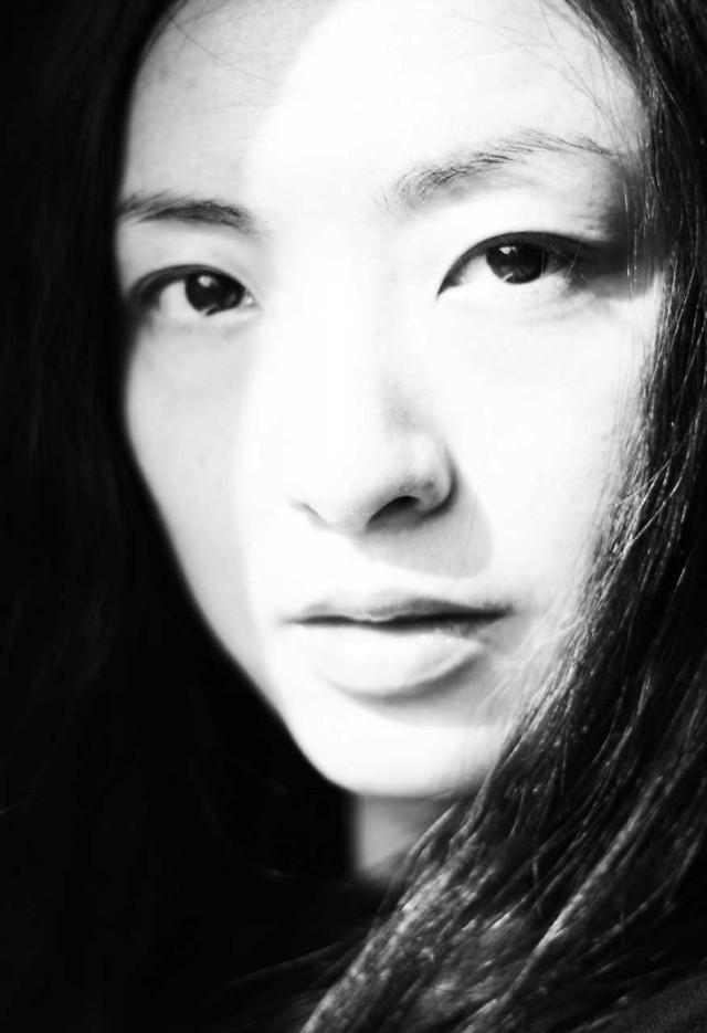 portrait-monochrome-woman-face-eyebrow picture material