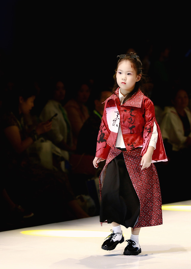 fashion-girl-performance-children-#39;s-show-people picture material