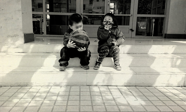 child-people-monochrome-street-white 图片素材