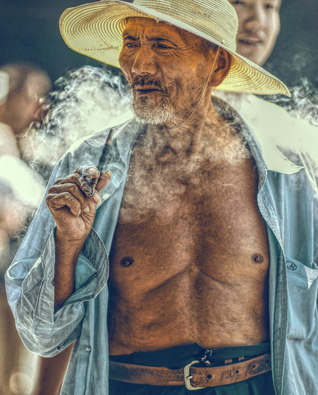 humanities-close-up-photography-elderly-smoking picture material