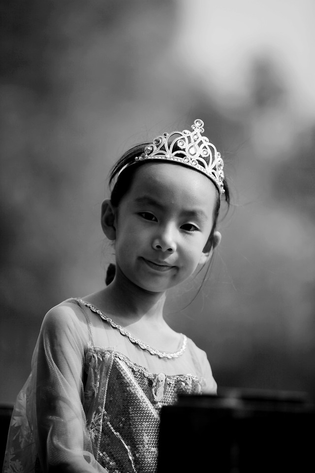 people-monochrome-child-portrait-one picture material